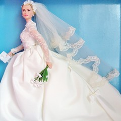 2011 Grace Kelly The Bride Doll #T7942 (The Barbie Room) Tags: robert gold bride doll princess label barbie grace monaco best kelly collector 2011 silkstone