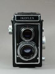 Ikoflex Ia on Display (02) (Hans Kerensky) Tags: ikoflex ia 85416 zeissopton tessar 135 75mm lens 6x6 tlr zeiss ikon display