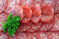 Salamiplatte (ingrid eulenfan) Tags: macromondays macro makro essen food salamiplatte wurst filltheframewithfood lebensmittel petersilie