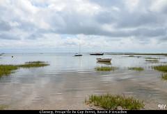 """l'heure calme (Brigitte .. . """"Tatie Clic"""") Tags: 2014080717 t mer plage claouey bassindarcachon sansretouche gironde francesudouest gascogne bateau aot calme ciel nuages paysage bleu borddemer barque"""