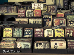 Vintage messages (David Cucalón) Tags: davidcucalon cucalon market mercado barcelona vintage retro fineart mensajes messages