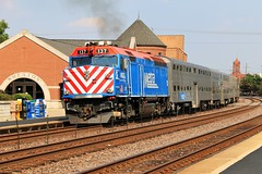 Leaving Wheaton (BravoDelta1999) Tags: unionpacific up railroad chicagoandnorthwestern cnw railway genevasubdivision emd f40ph metx 137 wheaton illinois