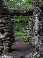 Geneva, IL, Fabyan Forest Preserve, Fabyan Estate, Stone Passageway (Mary Warren (7.3+ Million Views)) Tags: genevail fabyanforestpreserve garden nature plants leaves foliage green arch stonework rocks