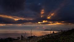 De entre las nubes (Carpetovetn) Tags: cerredo montaa amanecer rayos rayosdeluz costa cantbrico castrourdiales vizcaya nikond610 tamron2875 espaa