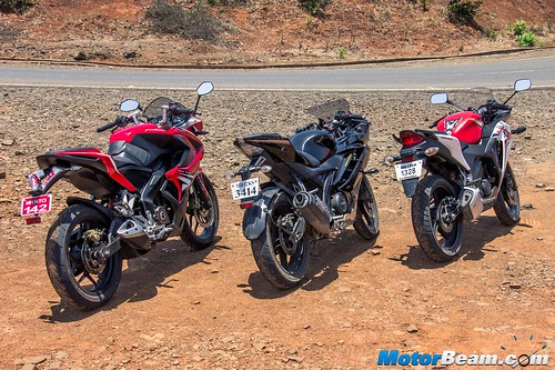 Yamaha-R15-vs-Pulsar-RS-200-vs-Honda-CBR150R-10