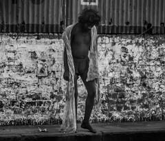 patrickrancoule-288 (Patrick RANCOULE) Tags: calcutta howrah inde homme mendiant mur noiretblanc rue trottoir