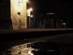 Reflejos en Capitan Sarmiento (walteralarcon) Tags: capitan sarmiento estacion pueblo charco reflejo nigth