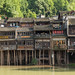 Casas sobre palafitas precárias