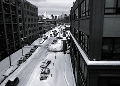 from queens to manhattan (-{ ThusOriginal }-) Tags: bw blackandwhite building car city digital grd3 grdiii monochrome newyork nyc queens ricoh snow street thusihaveseen winter thusoriginal