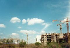 Blok 22, Zgrade oko arene, maj 1997. god. (Milan Milan Milan) Tags: building 22 serbia u 1997 belgrade 8m beograd smena maj novi srbija blok  ulica arhitektura urbanizam borbe napred 8 izgradnji izgradnja blok22 devedesete antifaistike antifasisticke