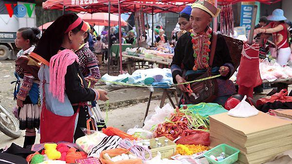 6 (Chợ phiên Dào San)