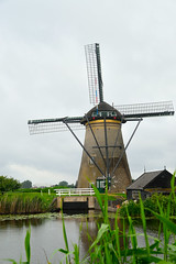 Big wheel keep on turnin' (patentboy) Tags: windmill canal thenetherlands polder kinderdijk molen