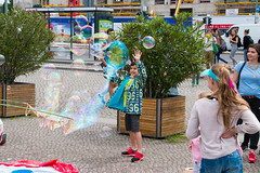 day 5 (ND Photography) Tags: street playing berlin kids canon fun air bubbles liquid berling
