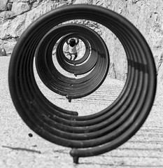 a tourne (ni.colas) Tags: art photo joie enfants enfant cercle rond extrieure noir et blanc wow jolie balade beau de provence