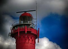 050916 (roberke) Tags: red rood vuurtoren sky lucht clouds wolken radar antennes lighthouse nieuwhaamstede zeeland nederland westerlicht window venster