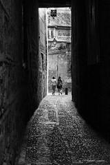 Paseo por Toledo (raperol) Tags: blancoynegro bn cobertizos calle street toledo