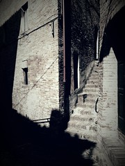 Sarnano (Thomas Larsen.) Tags: street old shadow italy scale stairs vintage italia ombra vicolo marche sarnano
