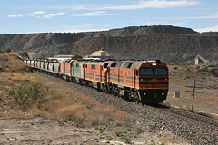 Kanmantoo (Bingley Hall) Tags: train 645 diesel transport grain engine rail railway transportation locomotive southaustralia freight emd gwa artc callington 2216 clydeengineering geneseewyomingaustralia rpau22class railpage:loco=2216 rpau22class2216 railpage:class=78 railpage:livery=39