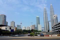 Petronas Towers (█ Slices of Light █▀ ▀ ▀) Tags: city urban skyline centre 4 petronas towers twin samsung mobil note malaysia kuala kualalumpur kl klcc lumpur exxon 馬來西亞 吉隆坡 马来西亚