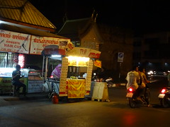 Chiang Mai food cart - Thailand (ashabot) Tags: travel people night thailand seasia cities streetlife chiangmai nightlife streetscenes peopleoftheworld seeasia