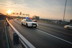 Urgence ! (Mickael Maurice) Tags: sunset cars soleil montréal voiture québec pont mouvement filé fordcrownvictoria pontjacquescartier sirènes nikno voituredepolice d7000 copscar