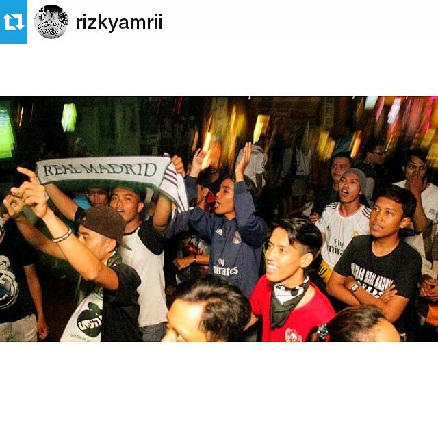 Lokasi Nobar: #Regram @rizkyamrii ・・・ Nobar ala Madridista Jakarta Timur (Real Madrid vs Atletico Madrid) 🚬📺 #vsco #vscocam #instalike #instagood #nobar #madridista #halamadrid #realmadrid #crowed #l4l #f4f #win #strong #together