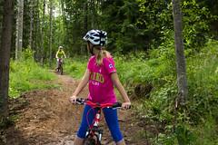 maastopyorailijatytot (VisitLakeland) Tags: mountain girl bike bicycle forest koivu helmet mtb mets tahko tahkovuori lapsi tytt kypr maasto maastopyrily maastopyr kuopiotahko tahkokids