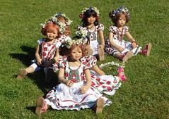 Auf zum Oktoberfest ... (Kindergartenkinder) Tags: rosengarten tivi setina sanrike seppenrade kindergartenkinder annette himstedt dolls milina kindra annemoni feld landschaft