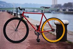 Fixie (baptistegnrd) Tags: sun bike sunny rouen singlespeed fixie été printemps veto quais