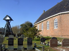 The church of Boijl (Davydutchy) Tags: friedhof holland tower church netherlands cemetery grave bell graf nederland kirche belltower glise kerk friesland kerkhof frysln grafsteen tsjerke klokkestoel boijl klokkenstoel hf