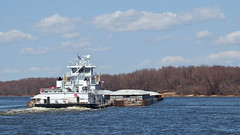 Turning Tow (DewCon) Tags: mississippiriver towboat leeanningram