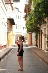 Walking Streets of Cartagena (kcezary) Tags: street city travel portrait tourism girl outdoors holidays colombia places polarizer cartagena  aperturepriority canonef85mmf18    canoneflens  canonprimelens canon5dmkii mylensdb