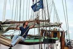 Delfsail 2016 (lubberdink-fotografie.nl) Tags: haven man mast groningen lucht touw vlag schip repareren delfsail evenement eemshaven matroos tuigage