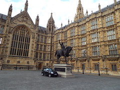 I said hide it BEHIND the statue! (Paranoid from suffolk) Tags: 2016 london england housesofparliament car statue building architecture