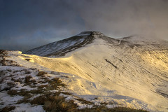 Corn Du And Pen y Fan in the Mist Brecon Beacons (glenn porter) Tags: brecon beacons wales snow ice climber walker morning sun rise sunset sunrise storm
