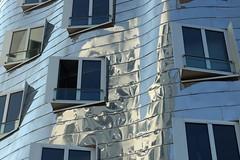 Neuer Zollhof Düsseldorf (Vanilla55555) Tags: düsseldorf spiegelung spiegelungen gebäude medienhafen frankgehry