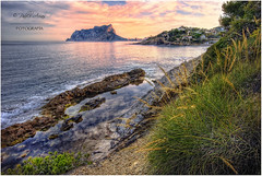 (057/15) Ifach, desde cala Pinet (Pablo Arias) Tags: espaa naturaleza nature photoshop mar spain agua colours colores nikond50 alicante cielo nubes atardeceres calas hdr calpe smrgsbord acantilados photomatix sigma1020 olequebonito calapinet greatmanipulart grouptripod oltusfotos goldenvisions pabloarias
