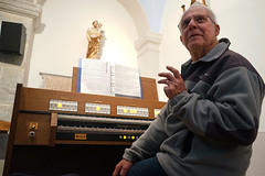 Organist | portrait photo | France country (galibert olivier) Tags: voyage trip travel viaje france art church french foto time pics retrato picture streetportrait roadtrip adventure vida voyager francia bien eglise портрет parecido reise フランス discover 生活 partir fotografía séjour aveyron organist 사진 肖像 摄影 法国 фотография descubrir 好看 жизнь фото 프랑스 肖像画 风琴 写真撮影 organista 생활 초상화 調べる хорошо 좋은 франция organiste путешествовать юрта ハンサム выглядит 발견 찾고 오르간 연주자 органист узнавать 查出 オルガニスト