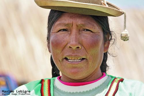 Mujer Uros - lago Titicaca