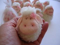 Ovelhinha  lembrancinha (Gato & Sapato) Tags: batizado 1comunho ovelhinha lembrancinhanascimento cordeirinhodepscoa