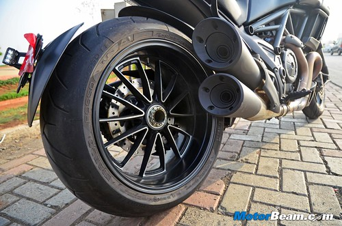 2015-Ducati-Diavel-08