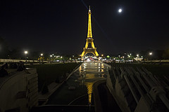 PARIGI. LA TORRE EIFFEL. (FRANCO600D) Tags: moon paris france night canon torre sigma luna toureiffel torreeiffel francia nuit notte luce parigi luminoso europei europeidicalcio rifflesso euro2016 eos600d franco600d