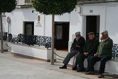 02-070505 Spanien 3 093-001 (hemingwayfoto) Tags: andalusien architektur baum bauwerk drei europa gebude gelnder historisch mann medinasidonia menschen platz radtour reise siesta spanien spanien2007 stadt weis weisedrfer