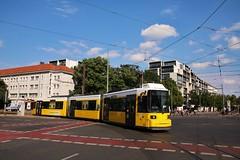 1029  Linie 12 (Hannes Eisenach) Tags: strasenbahn bvg berliner verkehrsbetriebe tram berlin gt6n linie 12 umleitung