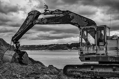 Padstow (munkt0n) Tags: quayside padstow beach jcb cornwall harbour digger