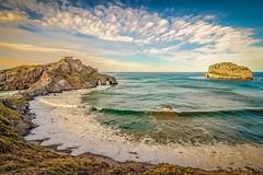 San Juan de Gaztelugatxe (Josep Oliv) Tags: sanjuandegaztelugatxe paisaje vizcaia bermeo euskadi mar marcantabrico playa agua cala sea beach