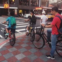 #street #snap #commute #commuter #bike #cycle #urbancycling #urbancyclist #urbancycle #taipei #taiwan (funkyruru) Tags: street snap commute commuter bike cycle urbancycling urbancyclist urbancycle taipei taiwan