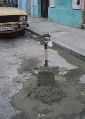 DSC02930_ep (Eric.Parker) Tags: havana habana cuba 2015 havanacentro viejahabana shovel spade cement concrete lada car