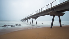 Pont del petroli (alimoche67) Tags: barcelona espaa mar minolta sony oleaje playa 99 tormenta catalunya alpha tamron slt badalona tempestad translucentmirror josejurado
