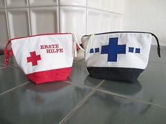 Erste Hilfe Tasche (blauer_jeansstern) Tags: rot blau tasche täschchen ersthilfe endlosreisverschlustasche